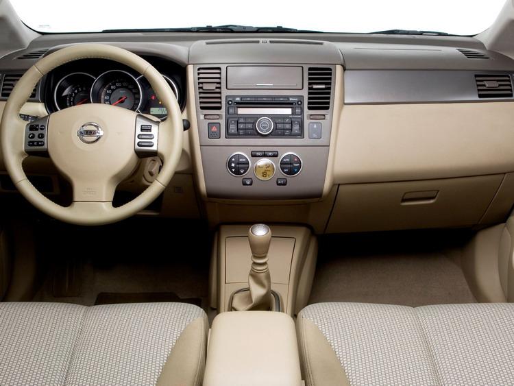 Nissan Tiida фото 2