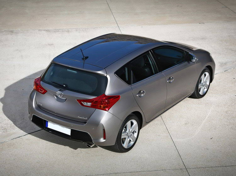 Toyota Auris фото 2