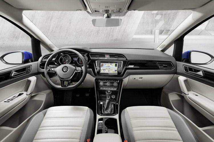 Взять в аренду минивен VW Touran - недорого