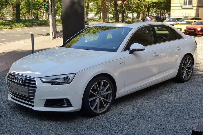 Audi A4 в Крыму без водителя, фото 9